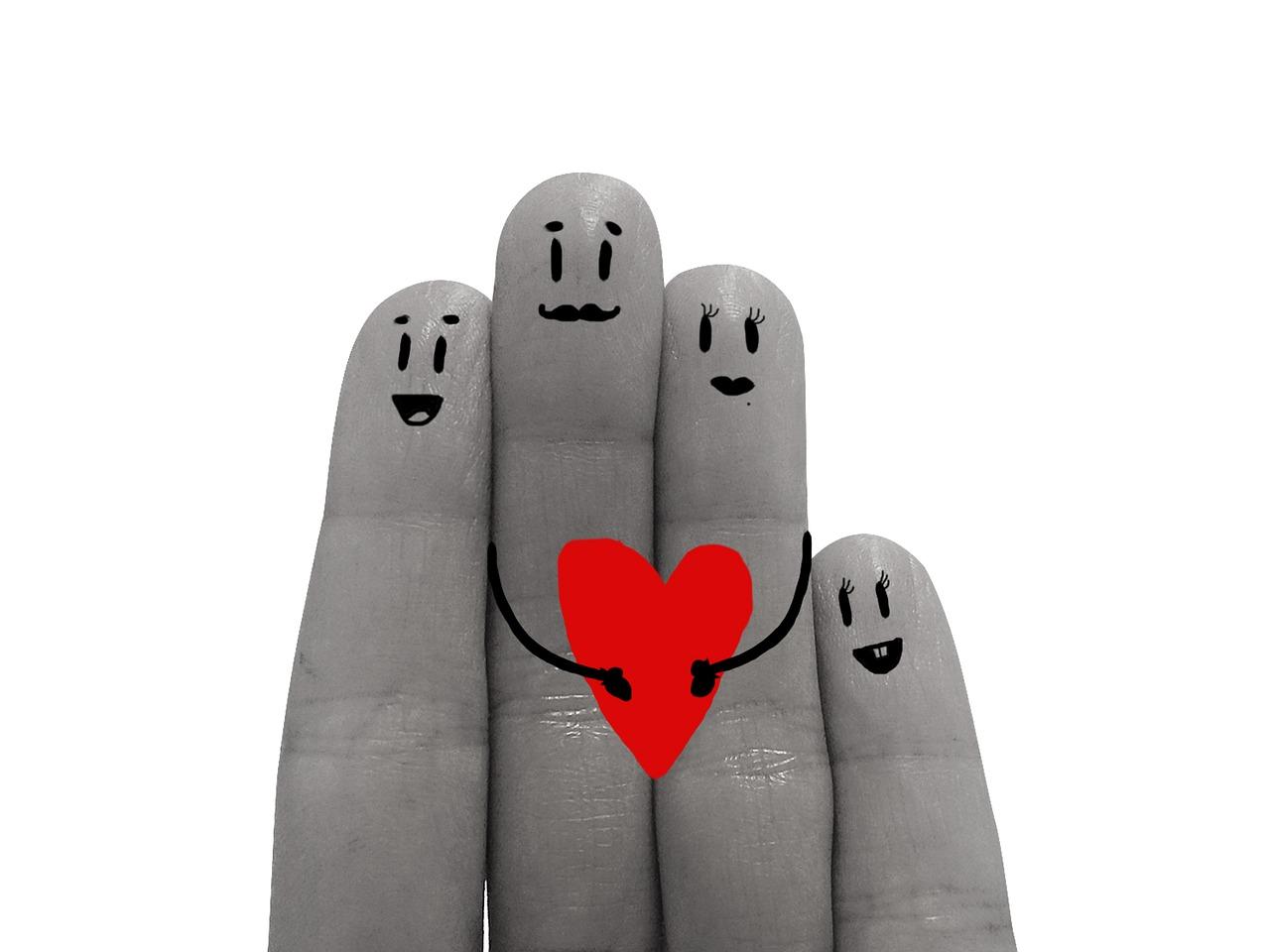 Les membres d'une famille sont affectivement liés comme les doigts de la main.